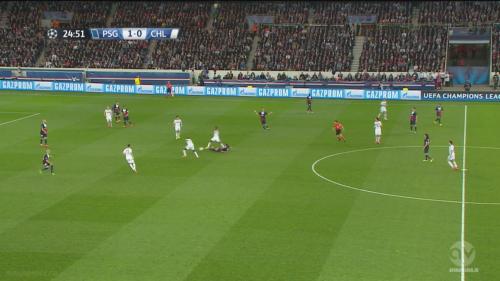 Les lignes distendues de Paris et la perte de balle de Verratti à 1 contre 4. Paris va récupérer le ballon et le perdre aussi tôt, concédant le penalty.