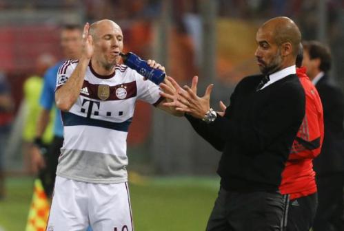 Arjen Robben, latéral offensif du 352 guardiolien