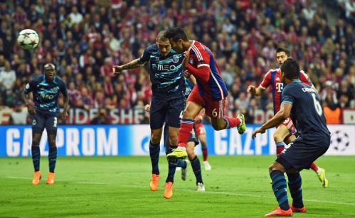 Thiago Alcantara plonge entre Maicon et Casemiro, et déclenche l'avalanche de buts bavaroise