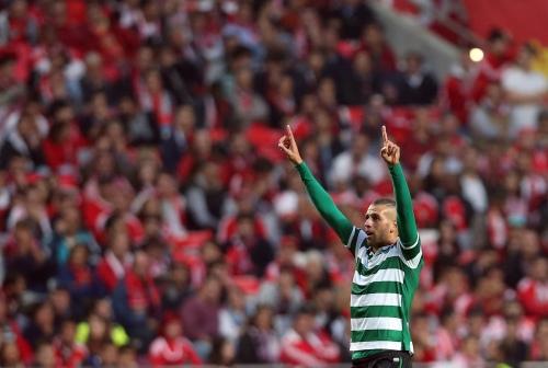 Brillant par son jeu aérien, et hyper agressif au pressing, Islam Slimani est le symbole d'un Sporting en pleine réussite cette saison